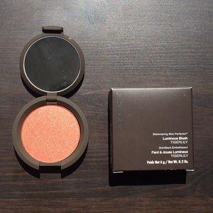 BECCA Makeup - Becca Blush
